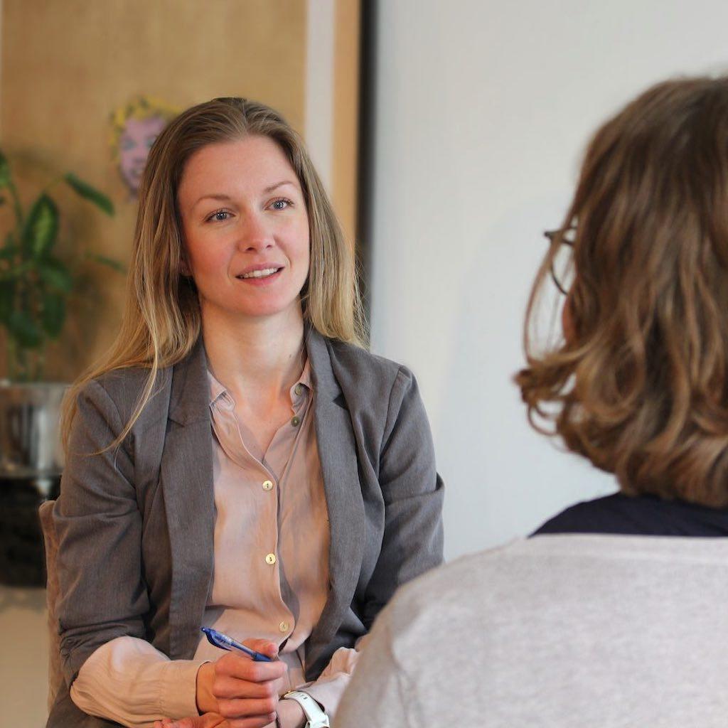 Billedet viser terapeut Signe Stausholm